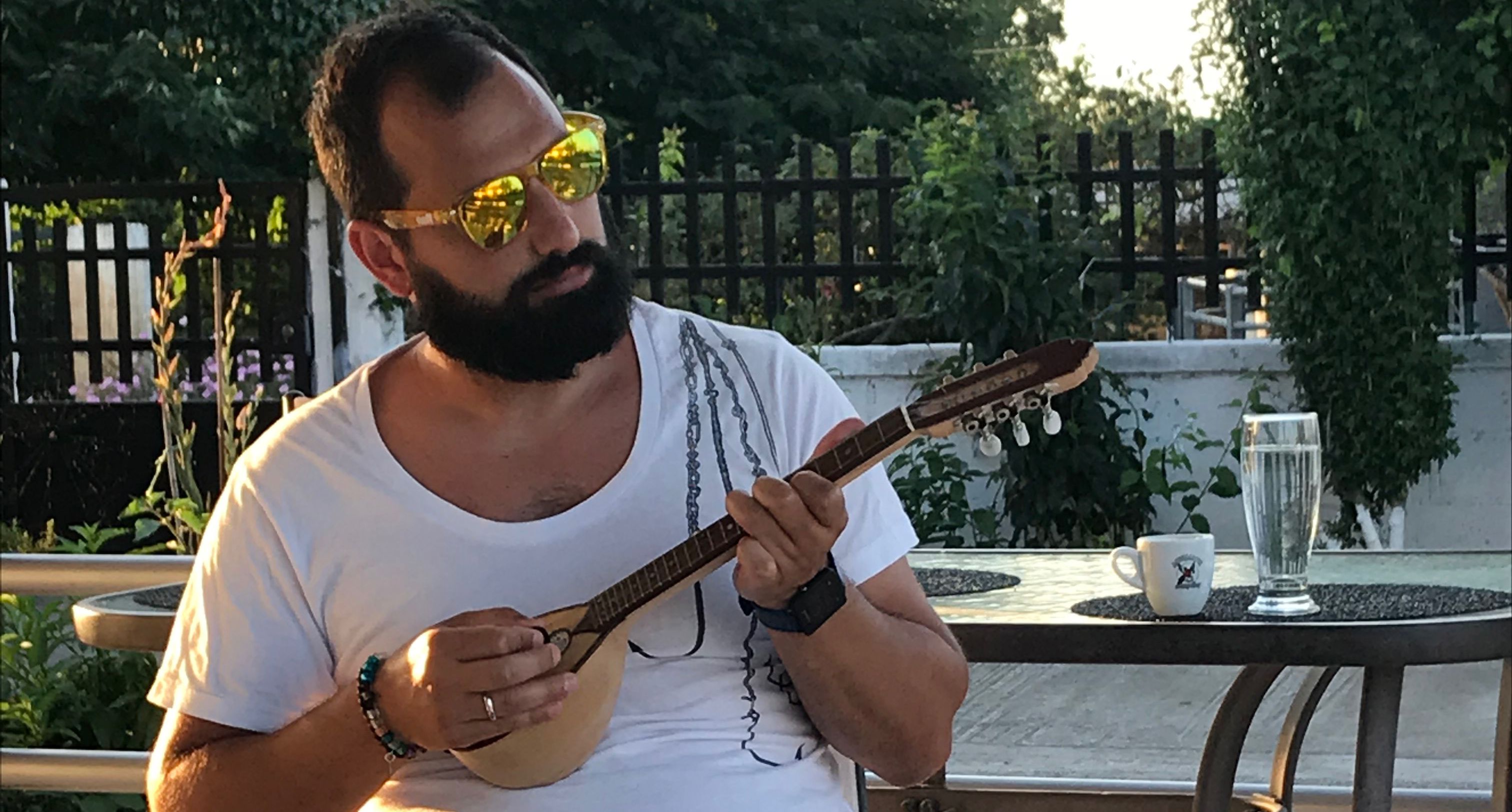 Michel playing baglama